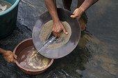 Tamis d'orpailleur Fleuve Maroni Guyane française