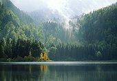 Lac de Bonlieu en atomne Jura France