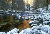 La rivière Bienne en hiver Jura France