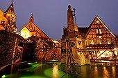 Illuminations de Noël à Eguisheim France ; Le château, l'église, la fontaine
