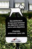 Panneau d'indication de présence de sacs à déjection canine ; Commune : Perros-Guirec