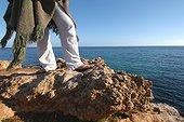 Femme devant la Mer Méditerranée