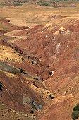 Montagnes de latérites Vallée de Télouet Haut Atlas  ; Grande traversée du Mgoun au Toubkal