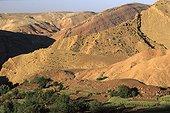 Montagnes vers le village de Tighouza Haut Atlas  ; Grande traversée du Mgoun au Toubkal.