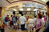 Restaurant Mc Donalds aux Etats Unis d'Amérique ; Fast food à Times Square New York City.