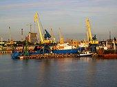 Calle sèche mobile port de Claipeda Lituanie ; Estuaire sur la Mer Baltique