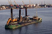 Dragage du port de Claipeda Lituanie ; Estuaire sur la Mer Baltique