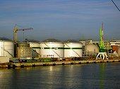 Installation gazière du port de Claipeda Lituanie ; Estuaire sur la Mer Baltique