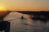 Péniches sur le Canal du Midi à Saint Gilles