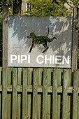 Panneau signalant un espace d'hygiène canine à Niort France