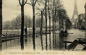 Quays of the Seine during the flood of Paris of 1910 ; Support : old postcard.