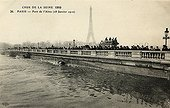 Bridge on the Seine during the flood of Paris of 1910 ; Support : old postcard.