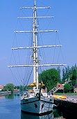 Le port de Klaipeda sur la Baltique abrite encore de grands voiliers et des vieux gréements. bateau