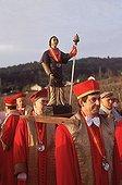 France, Côte d'Or (21) ; France, Côte d'Or (21). Route des vins de Bourgogne. Procession lors de la fête de la Saint-Vincent, patron des vignerons. Ici les chevaliers de Tastevins, ordre vineux.