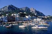 Ile de Capri, les falaises. Le port de Capri