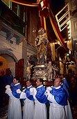 De mai à septembre, l'île de Malte vit au rythme des processions religieuses. Le mois de juin est le plus chargé, chaque village fêtant alors son saint-patron.