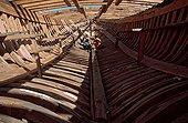 Vue de l'intérieur d'un chalutier en construction Essaouira