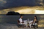 Couple dining on a tropical beach Cousine Island Seychelle ; @ Cousine (Island)