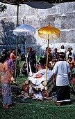 Cérémonie d'incinération Bali Ubud Indonésie ; @ Cérémonie