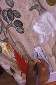 Peinture sur tissu en Birmanie