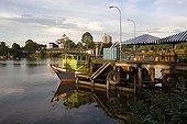 Port de pêche de la capitale Kuching de Sarawak Bornéo