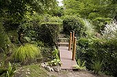 "Small bridgeJardin du fond de l'or France ; Garden : ""Jardin du fond de l'or"" Mr Lubet"