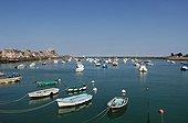 Bateaux de pêche dans le port de Barfleur France