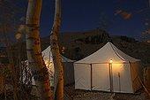 Campement touristique de tradition nomade au Maroc ; Lieu : Vallée des Roses