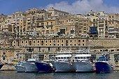 Bateaux de pêche dans le port La Valette Malte
