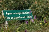 Information panel on the protection of an heath France ; Location: <br>Cap d'Erquy. <br>The presence of orchids at the foot of the sign indicates that revegetation is in a good start.