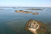 String of islands south of the Ile aux Moines Morbihan France ; At first: the île des oeufs, then Iluric and Ilur.