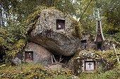 Tombes creusées dans des blocs rocheux Toreja Sulawesi