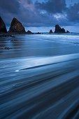 Ressac sur une plage de sable Dunabrattin Head Irlande