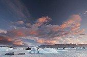 Icebergs sur le lac de Jokulsarlon en été Islande