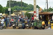 Motorized tricycles used to deliver gasoline adulterated  ; Each of these vehicles can carry more than 250 liters of fuel illegally imported from neighboring Nigeria. The fuel used by countless Zémidjan (motorcycle taxi) is very polluting and heavy traffic is causing horrific accidents