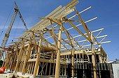 Construction d'une maison en paille à ossature bois France ; Pose structure en Douglas et Épicéa enduits naturels en terre basse énergie bioclimatique HQE. Maison des Vergers du Paysage et de l'Énergie