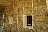 Construction d'une maison en paille à ossature bois France ; Enduits naturels en terre basse énergie bioclimatique HQE. Maison des Vergers du Paysage et de l'Énergie