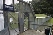 Anti-predator barrier in a park in New Zealand ; The native fauna is completely helpless against predators introduced by man. Certain species are saved on the small islands offshore. The conservationists now trying to develop inner islands through these barriers