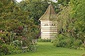 Chairs and Pigeon Grove Le Jardin des Lianes ; Dogwood 'Satomi'<br>Le jardin des Lianes