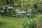 Table and chairs metal undergrowth Le Jardin des Lianes ; Le jardin des lianes