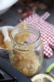 Filling jars with apple sauce