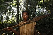 Lance hunting pygmy Baaka Southeast of Cameroon ; This weapon is transmitted from generation to generation