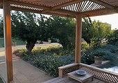 Covered garden terrace ; Landscapers: Ossart - Maurières