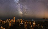 Milky Way above the rocks and Jupiter France ; The Milky Way stands above the southern horizon, over a field of rocks erected by thinking of the stone. On the right, Jupiter is reflected in the ocean.