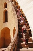 Women in the stairwell of the observatory Jantar Mantar India ; Jantar Mantar. The maharaja Jai Singh II decided to built this astronomical observatory (1728-1733) with giants instruments in order to change the calendar.
