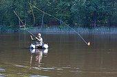Pêche au streamer en float tube sur un étang Melisey ; Pêche au carnassier