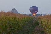 Balloon before the Mont-Saint-Michel