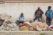 Sale of Alpaca wool on a gross market El Alto Bolivia