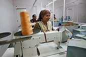 Sewing from plastic recycé India ; Couture luggage and fashion accessories