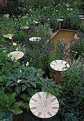 Garden pound surrounded by bowls ; Landscapers: Ossart-Maurières<br>Bowls: Rachid Koraïchi